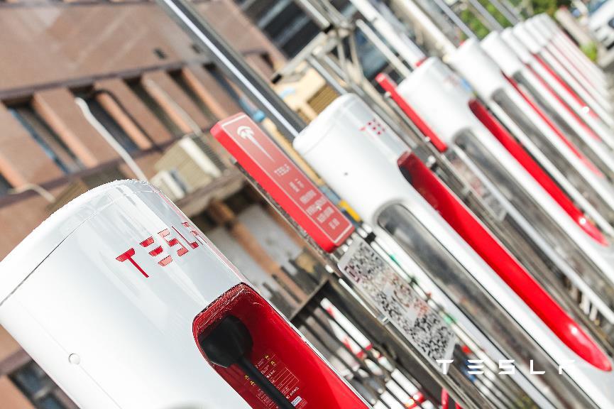 马斯克点赞中国新能源汽车产业,特斯拉加快中国超级充电网络布局