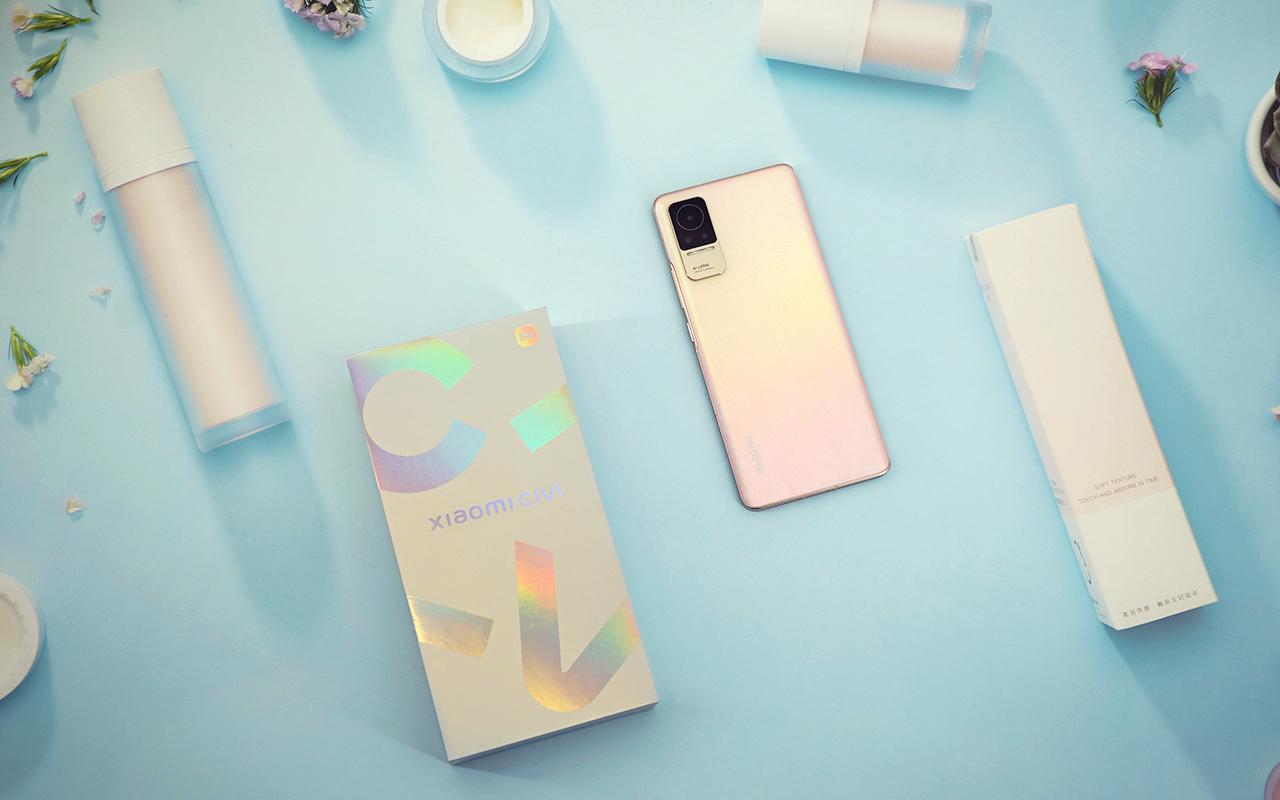 小米 Civi 动手玩:融入潮流元素,不再是你熟悉的小米手机  和以往的小米手机很不一样。